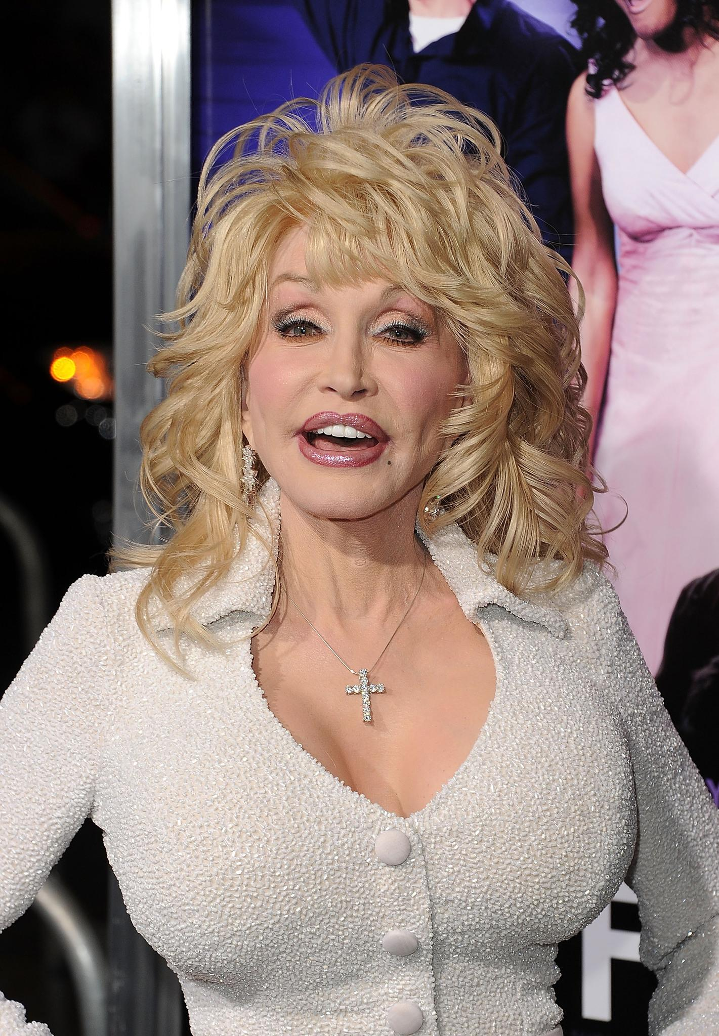Dolly Parton Breast Reduction – Before and After Pictures